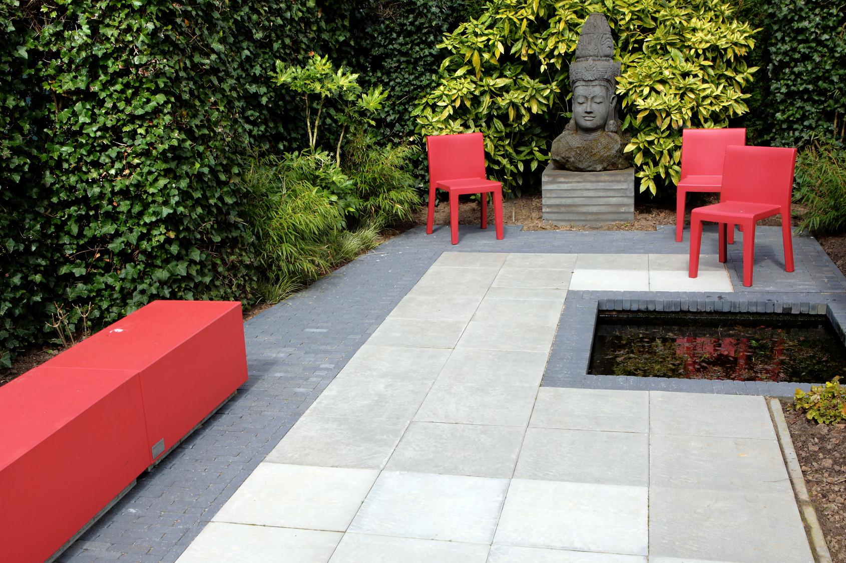Hip garden design / Buddha