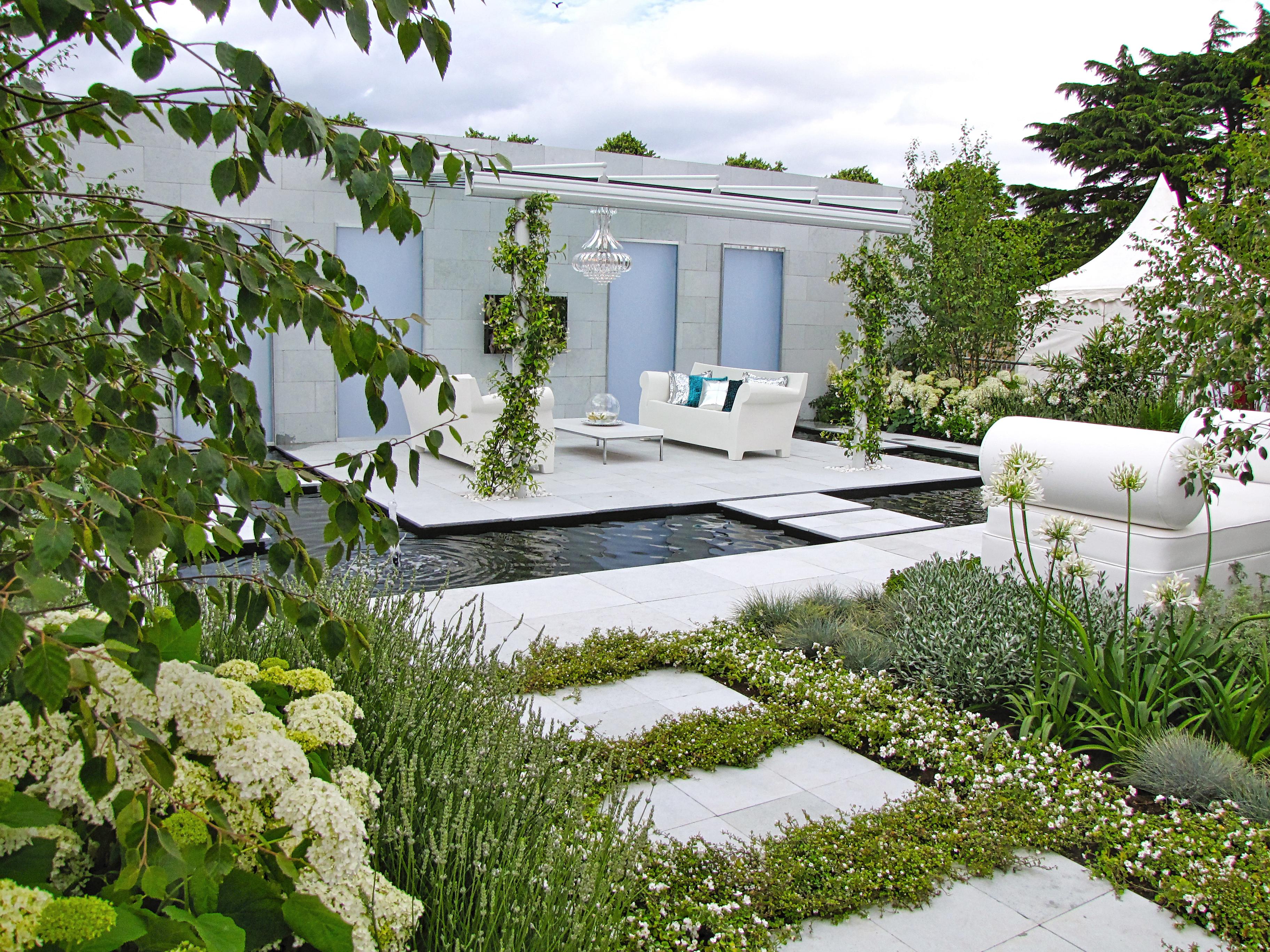 Les jeunes générations de jardiniers sont plus à la recherche d'une ambiance qu'à la création d'un jardin de fleurs.